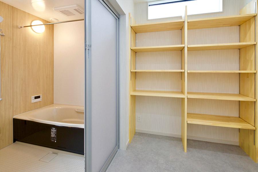 長崎ならではの狭小地でも広々空間の家